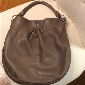 Marc by Marc Jacobs Hillier Hobo in mushroom color